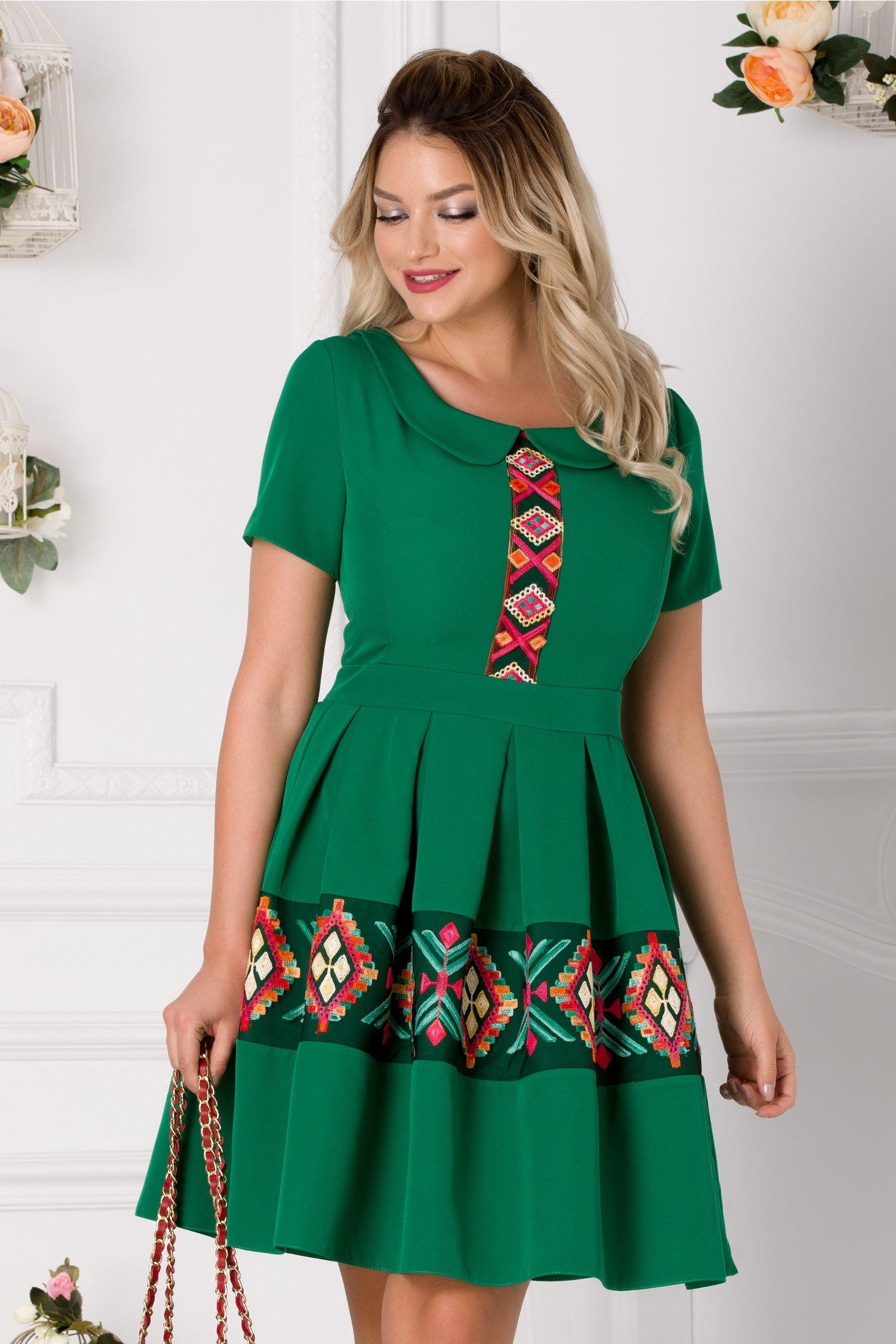 Rochie Lariss verde cu motive traditionale