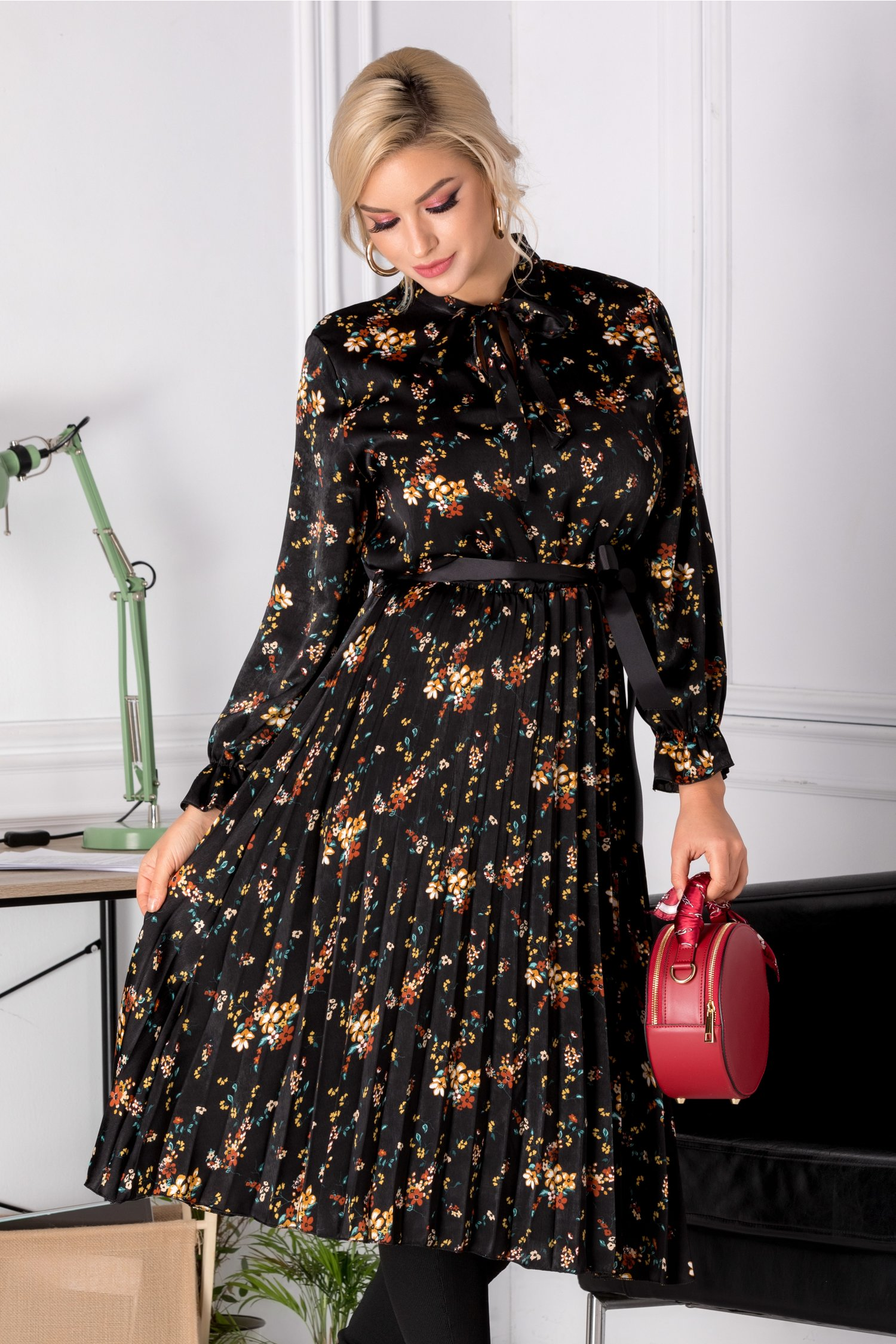Rochie Lauren neagra cu imprimeuri florale