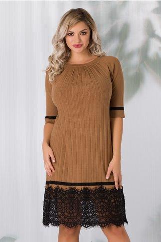 Rochie Lia maro din tricot plisata cu dantela la baza