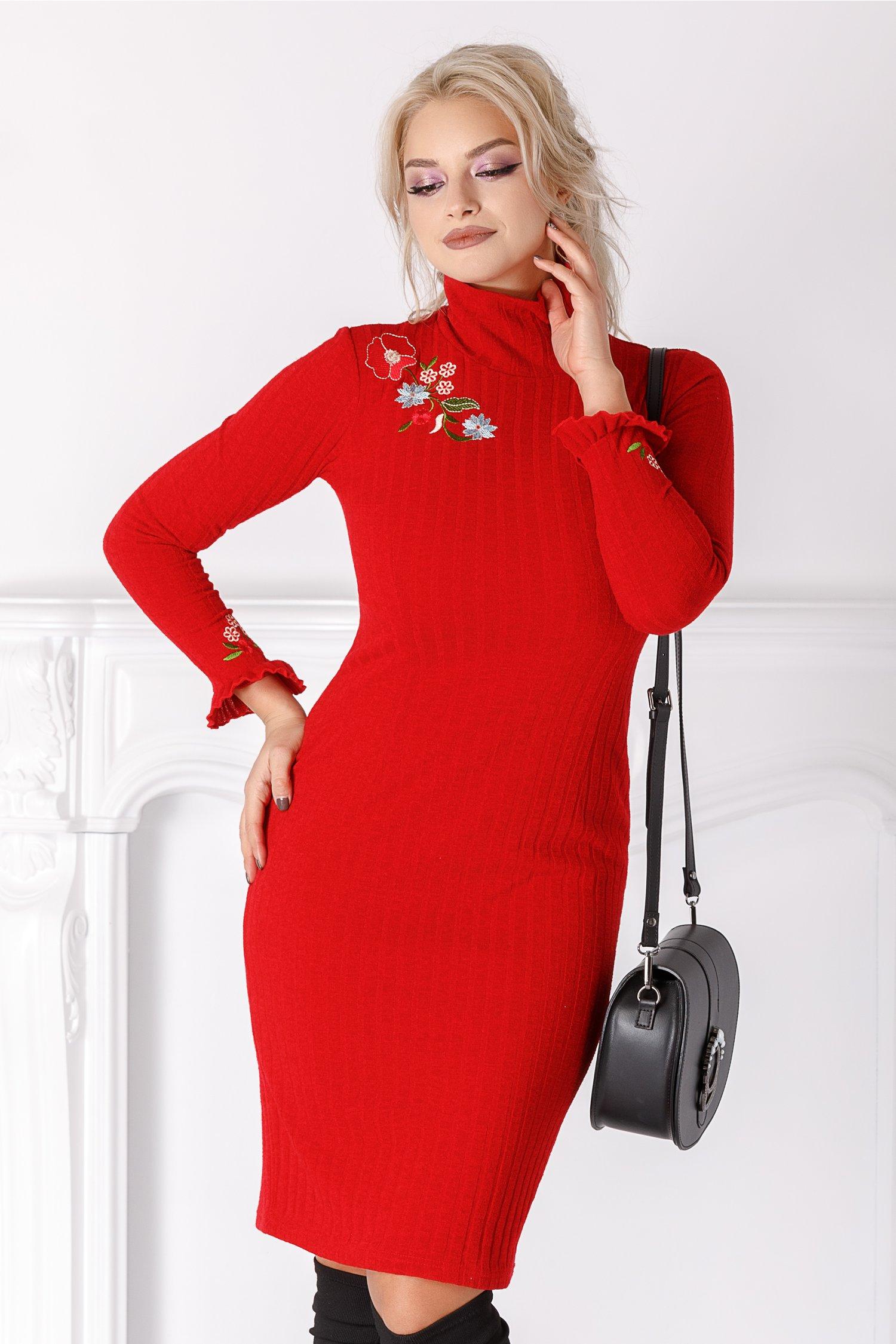 Rochie Liana rosie din tricot cu broderie florala