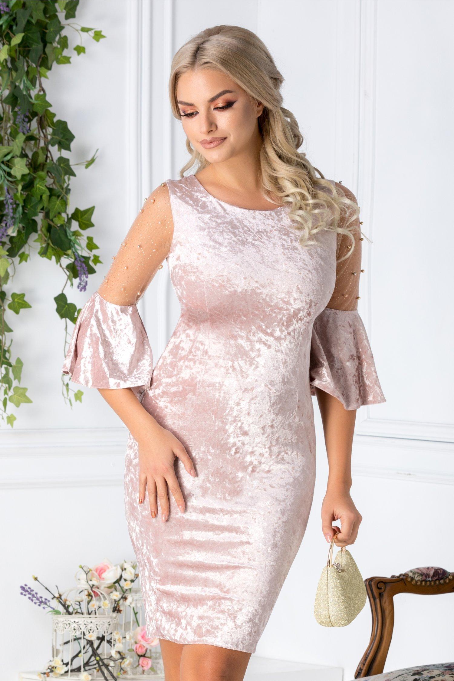 Rochie Mabel roz pudrat din catifea cu reflexe si perle