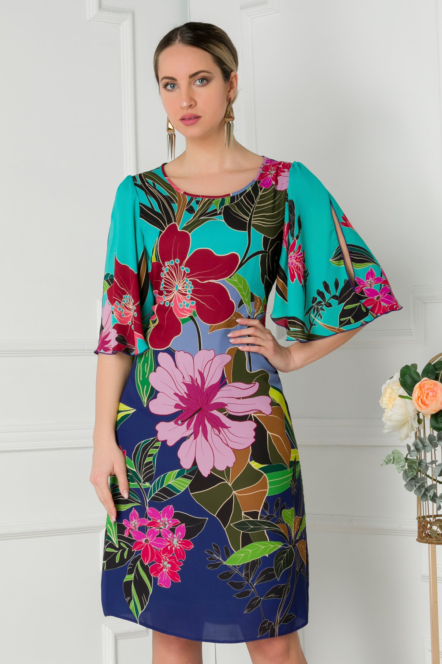 Rochie Mara turcoaz vaporoasa cu imprimeu floral maxi