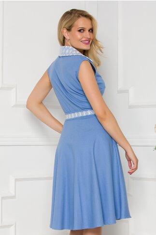 Rochie Maria bleu accesorizata cu dantela