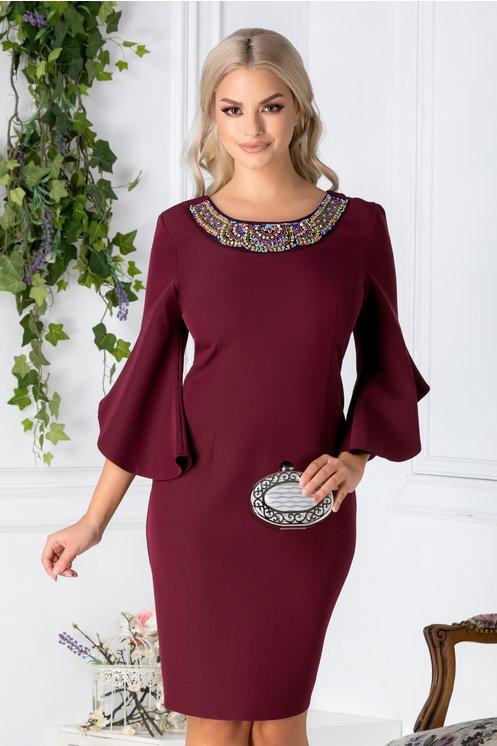 Rochie Maura burgundy cu aplicatii elegante