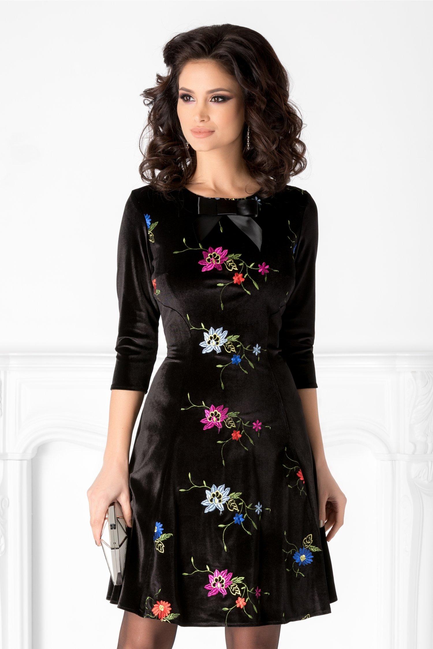 Rochie Maya neagra din catifea cu broderie florala