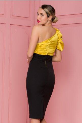 Rochie MBG negru si galben cu design pe un umar