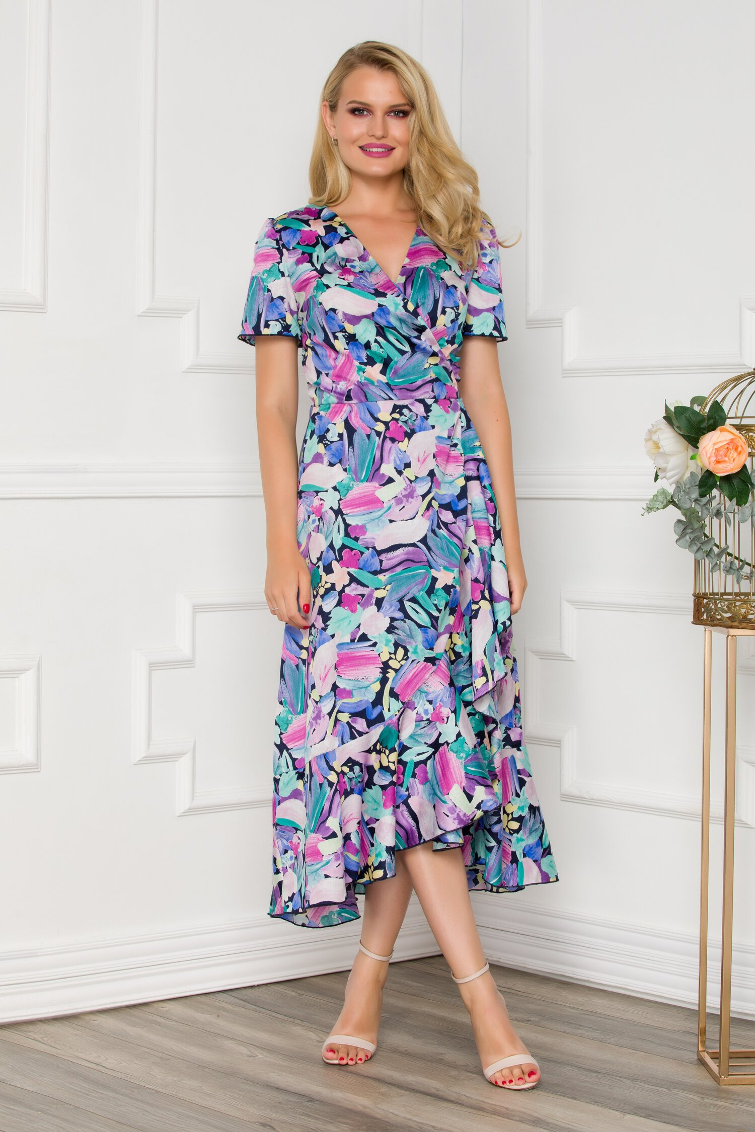 Rochie midi petrecuta bleumarin cu imprimeuri florale in nuante pastelate