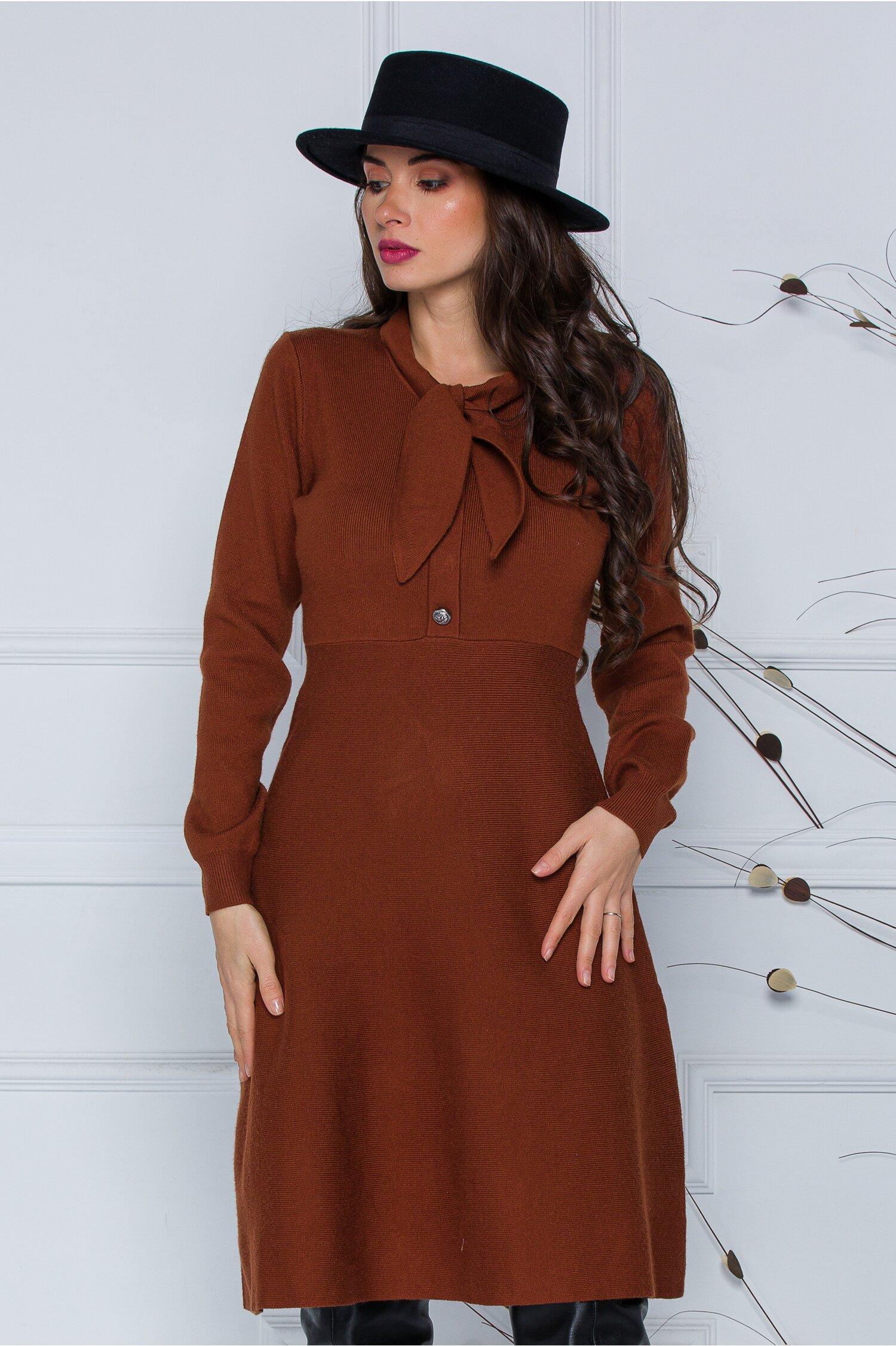 Rochie Mirabela maro brun din tricot cu funda la guler imagine