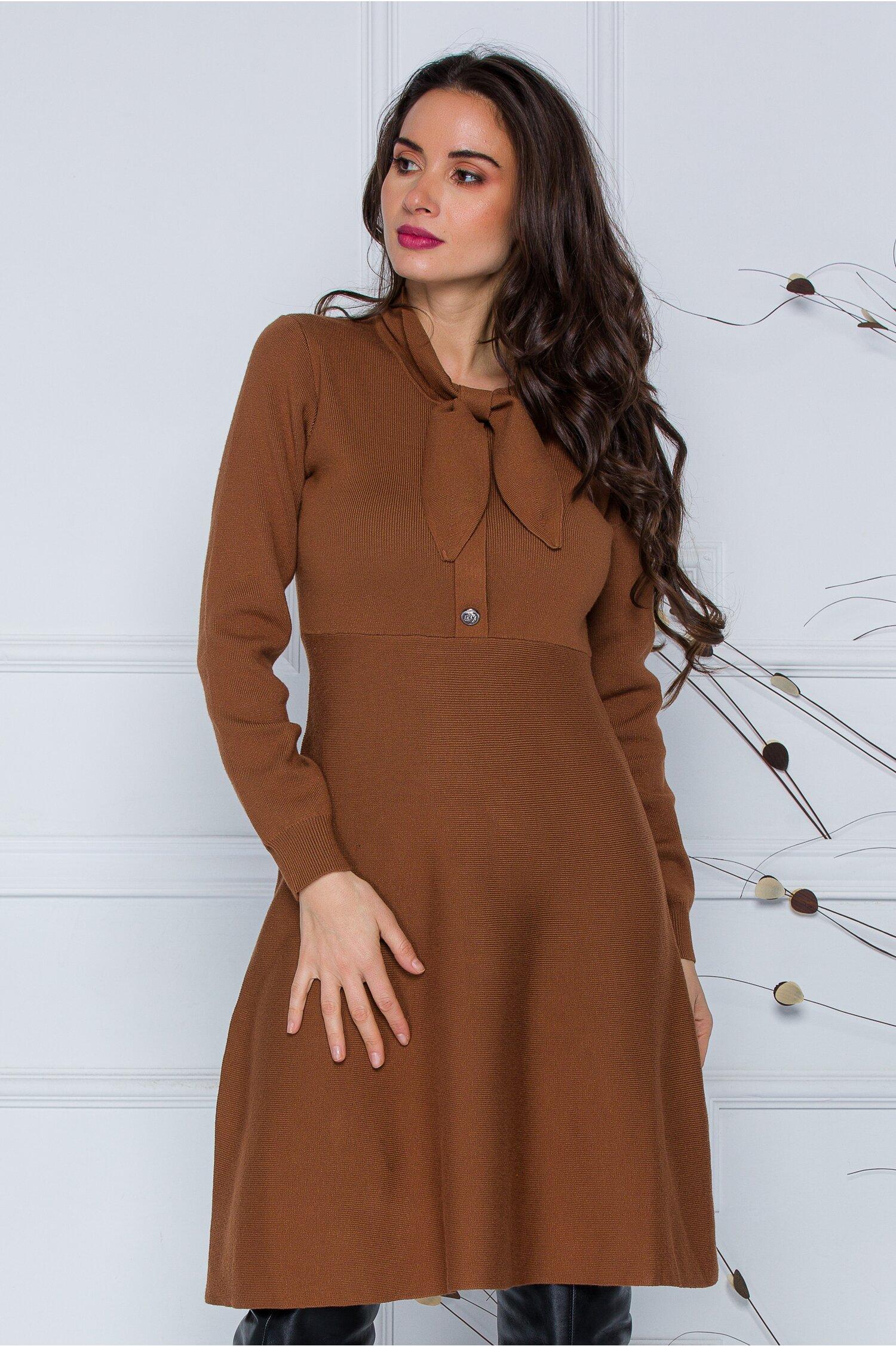 Rochie Mirabela maro din tricot cu funda la guler imagine