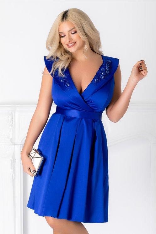 Rochie Miriam albastra cu decolteu petrecut si perle