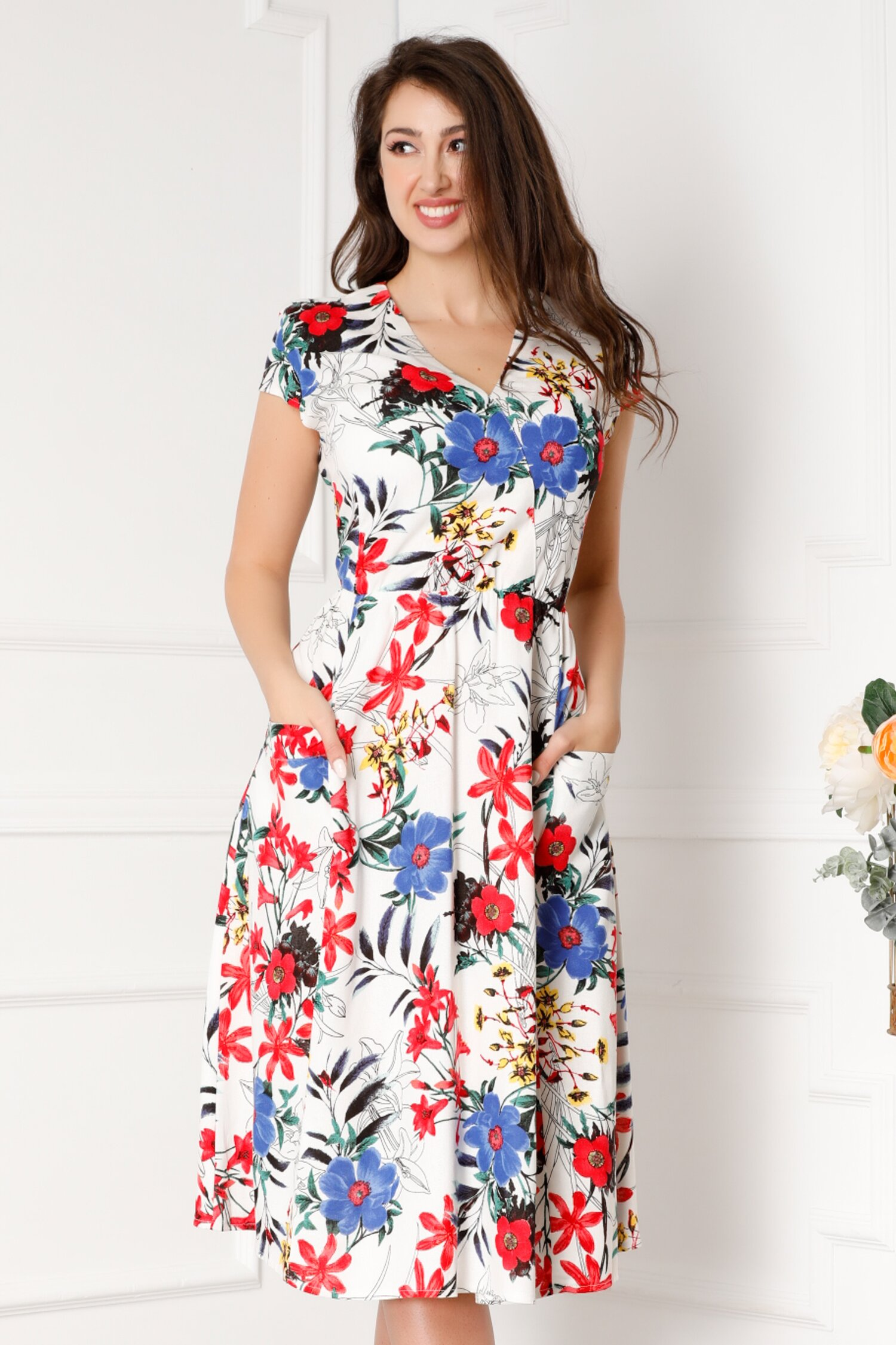 Rochie Misha alba cu imprimeuri florale colorate