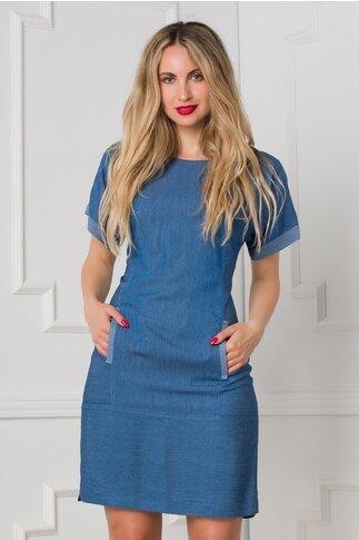 Rochie Moze albastra cu imprimeu cu dungi delicate si buzunare pe fata