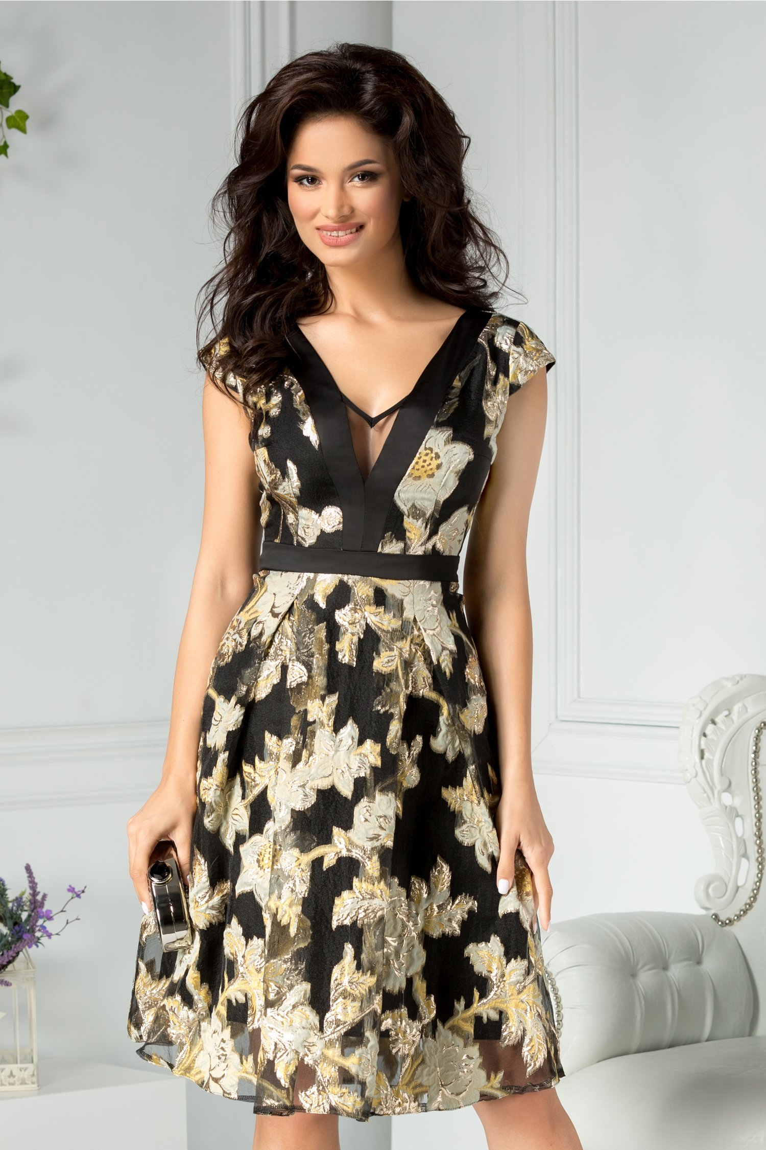 Rochie Moze clos de ocazie neagra cu detalii florale aurii