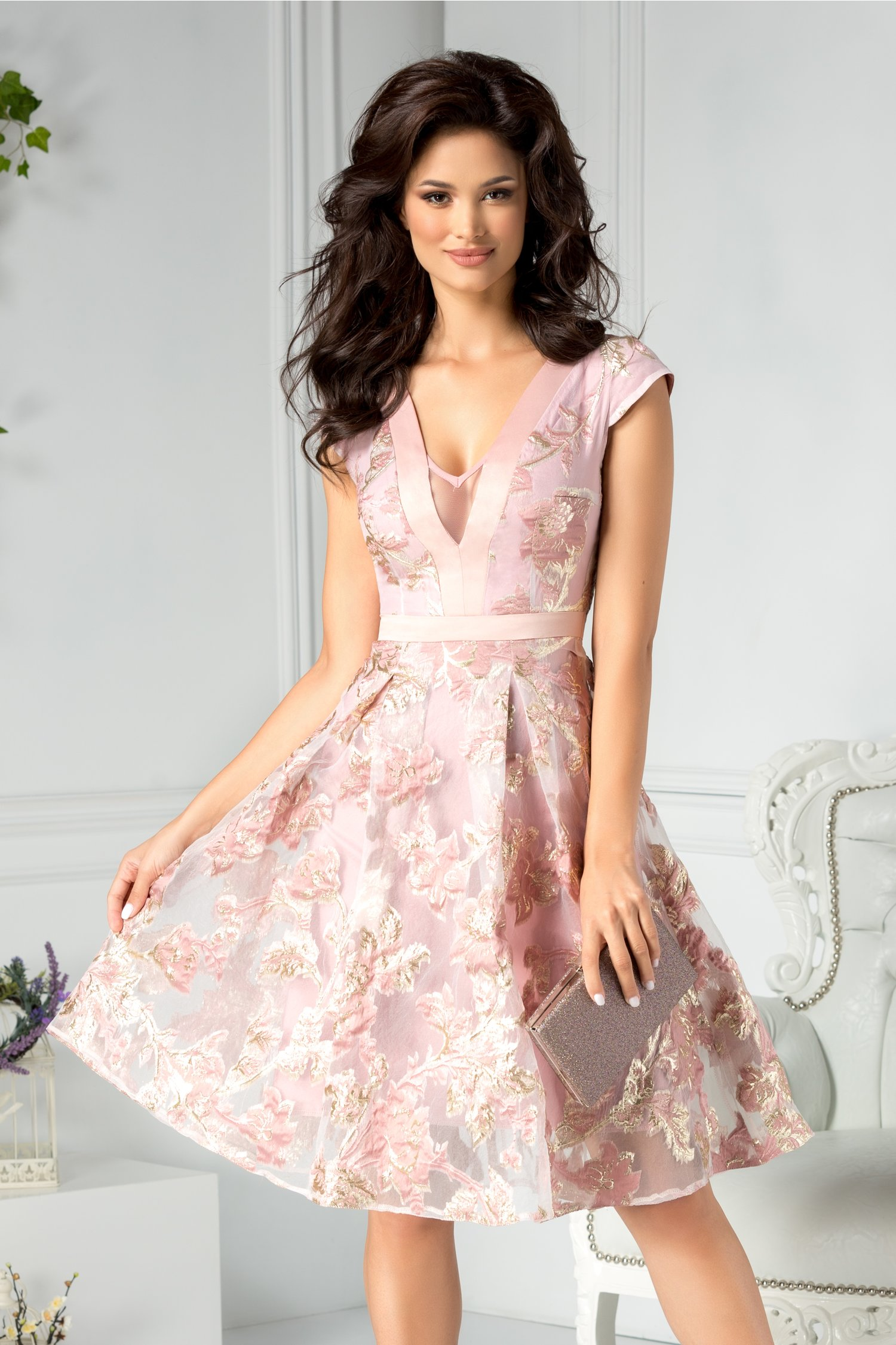 Rochie Moze clos de ocazie rose cu detalii florale aurii