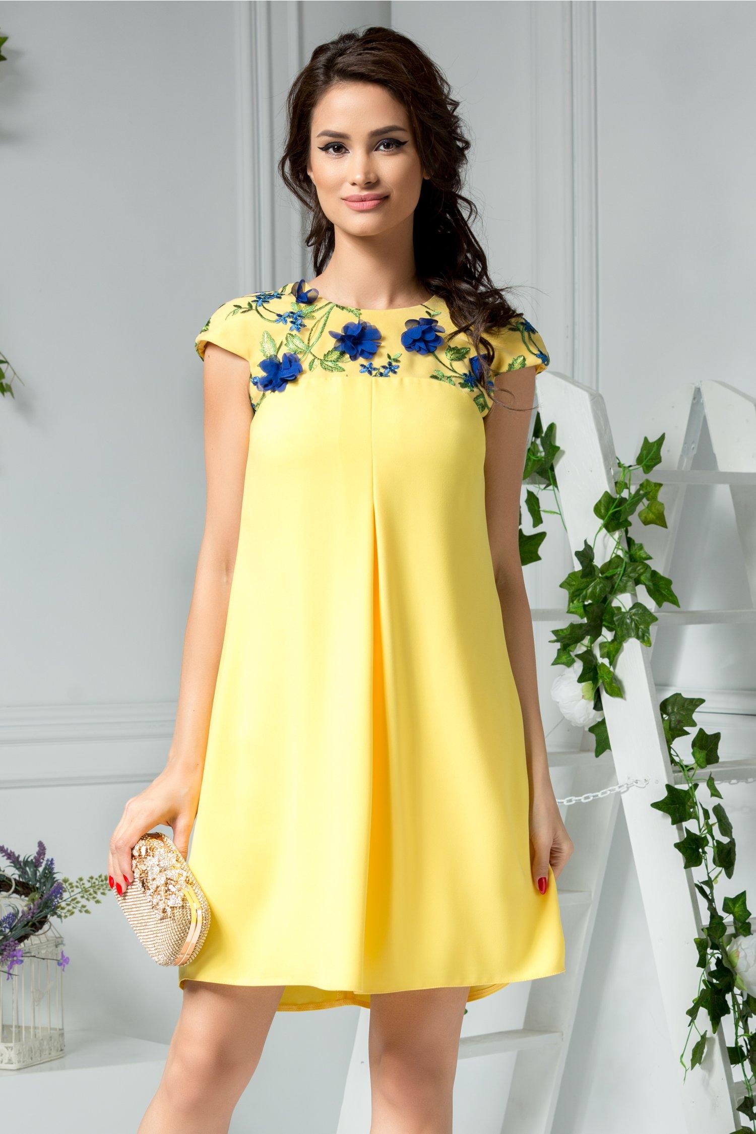 Rochie Moze galbena cu aplicatii florale albastre la bust