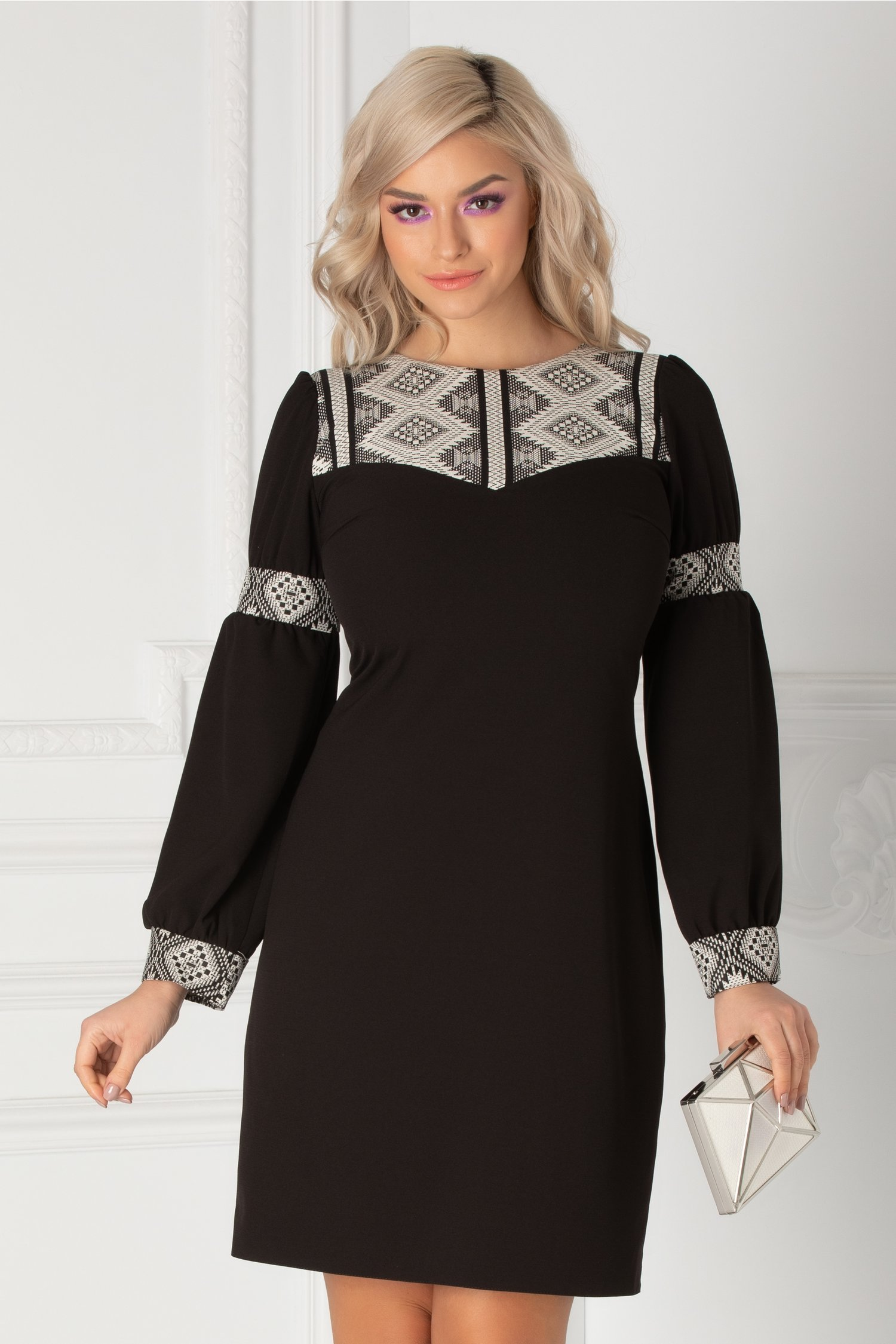 Rochie Moze neagra dreapta cu insertii geometrice albe