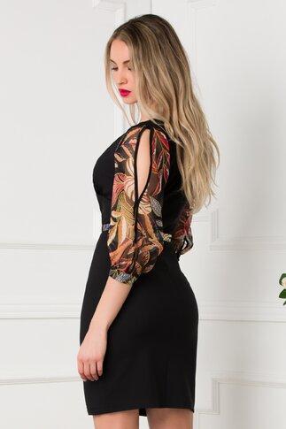 Rochie neagra cu maneci trei sferturi din voal cu imprimeu floral