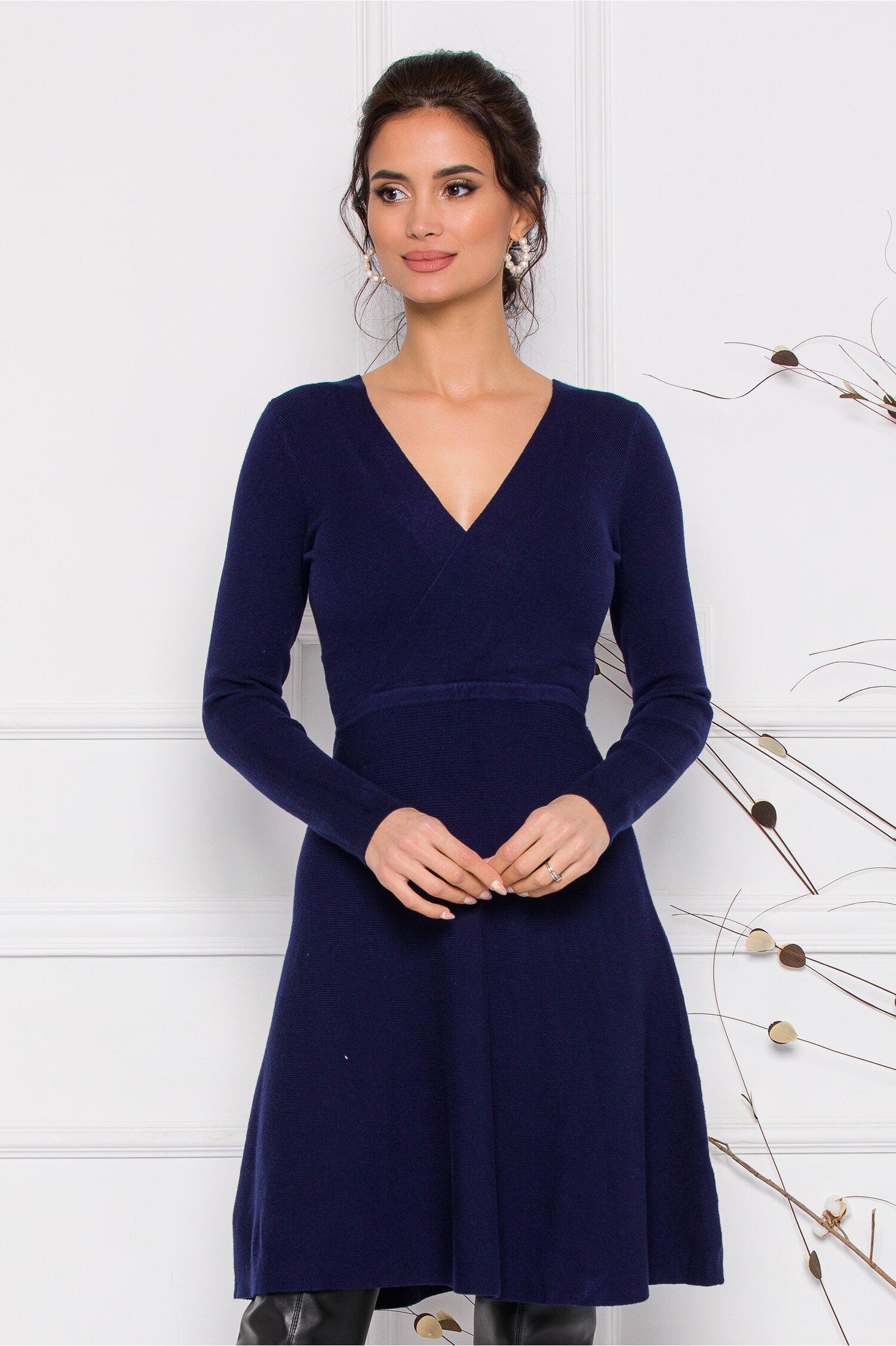 Rochie Pamy bleumarin din tricot cu decolteu petrecut imagine