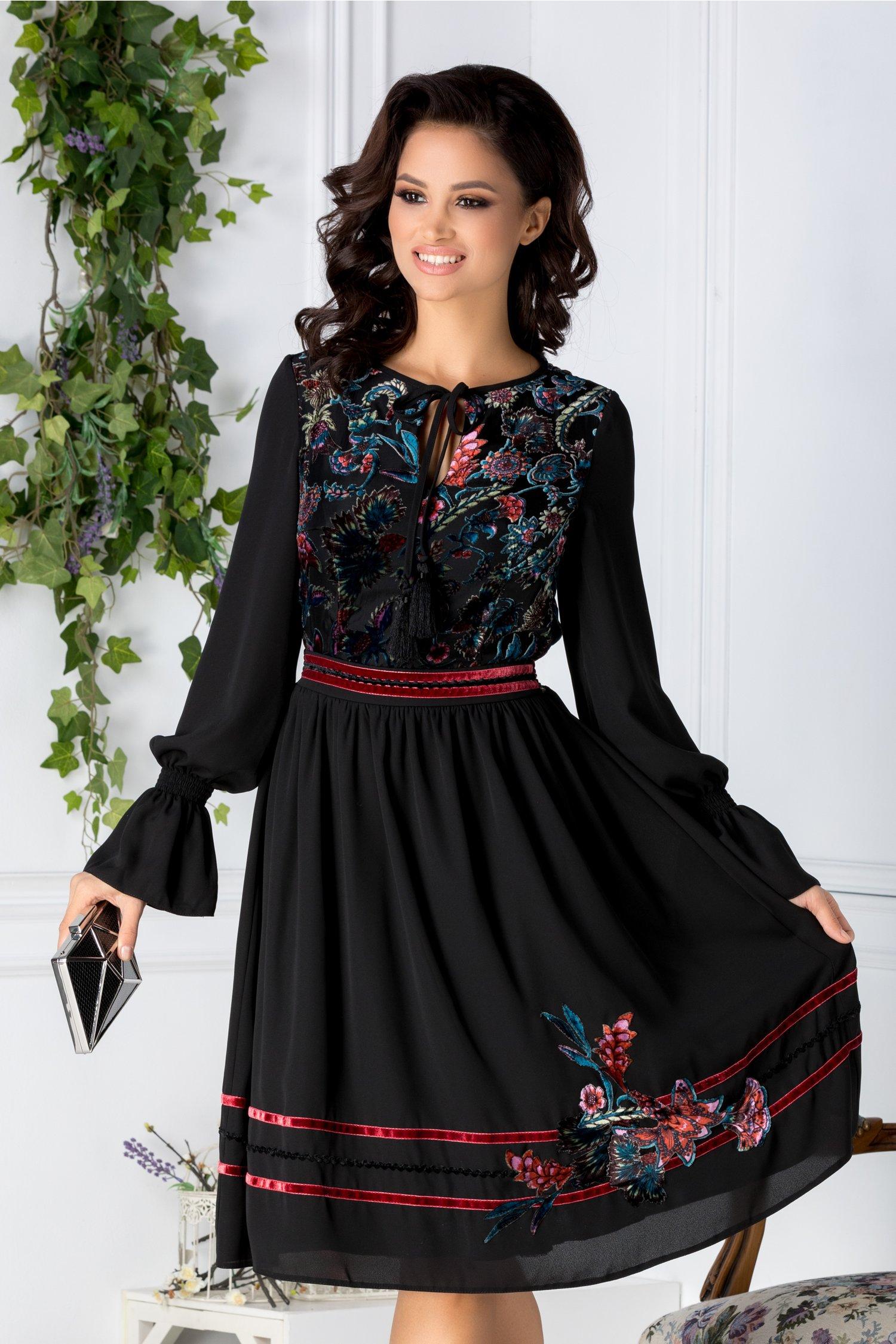 Rochie Paty neagra cu motive florale catifelate colorate