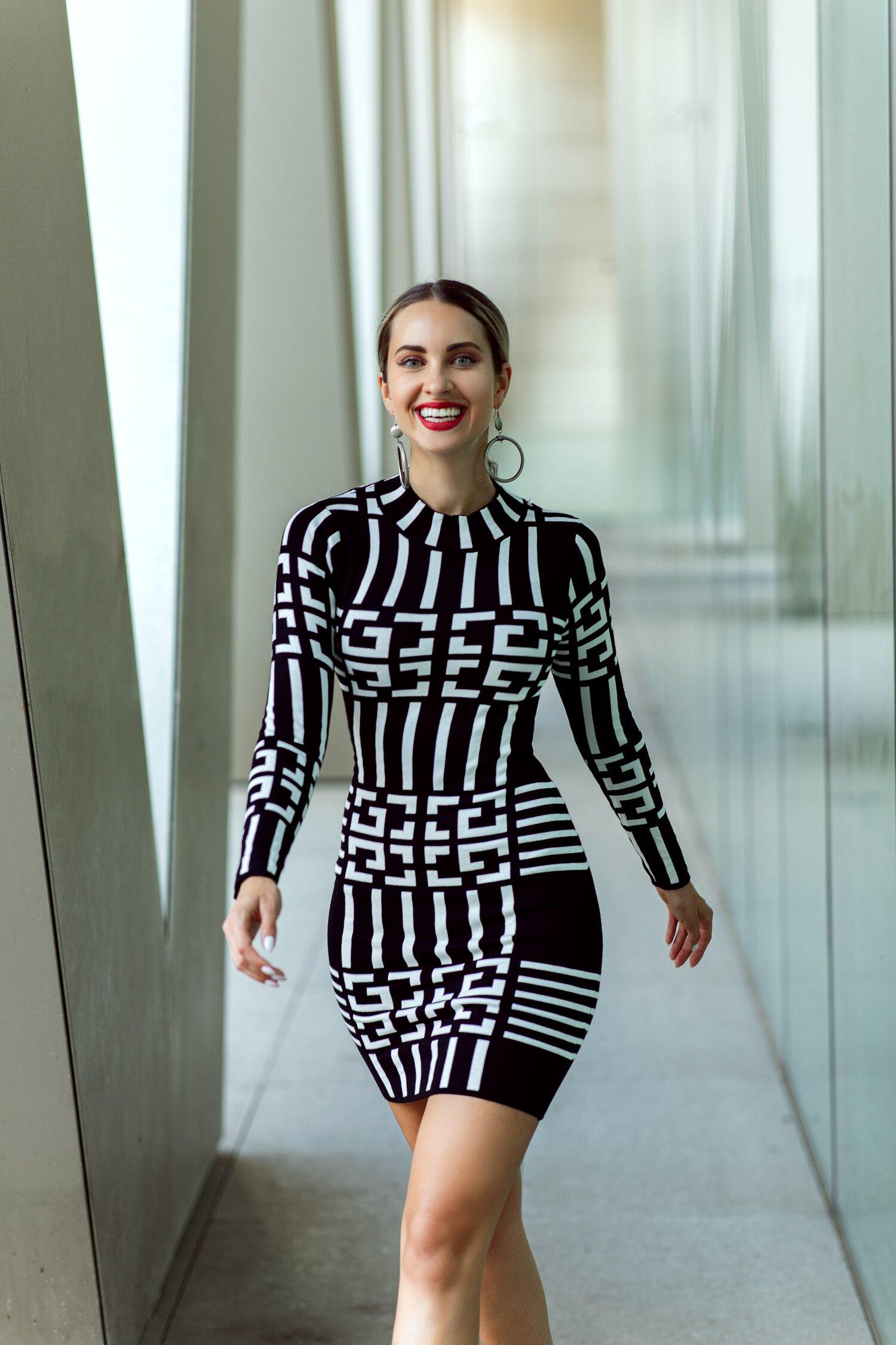 Rochie Reily neagra cu imprimeu labirint alb