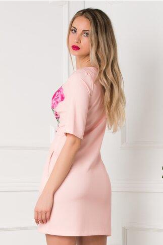 Rochie roz lejera cu imprimeu floral si buzunare