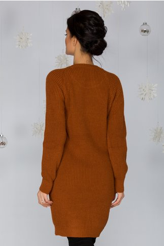 Rochie Sabrina maro tricotata cu model pe bust