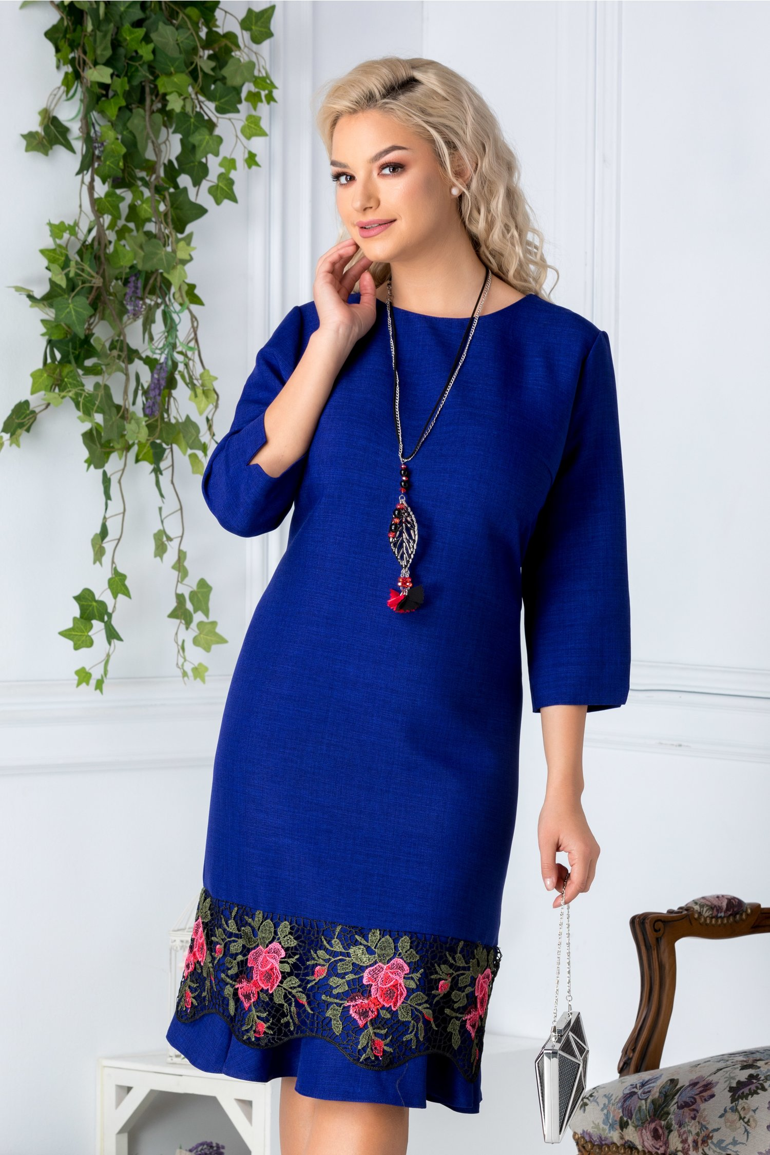 Rochie Saly albastru indigo cu dantela brodata floral