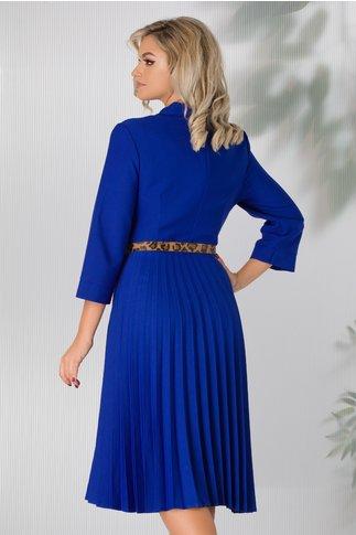 Rochie Sandra albastra cu decolteul petrecut si fusta plisata