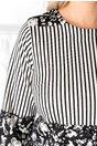 Rochie Sara neagra cu dungi albe si imprimeu divers