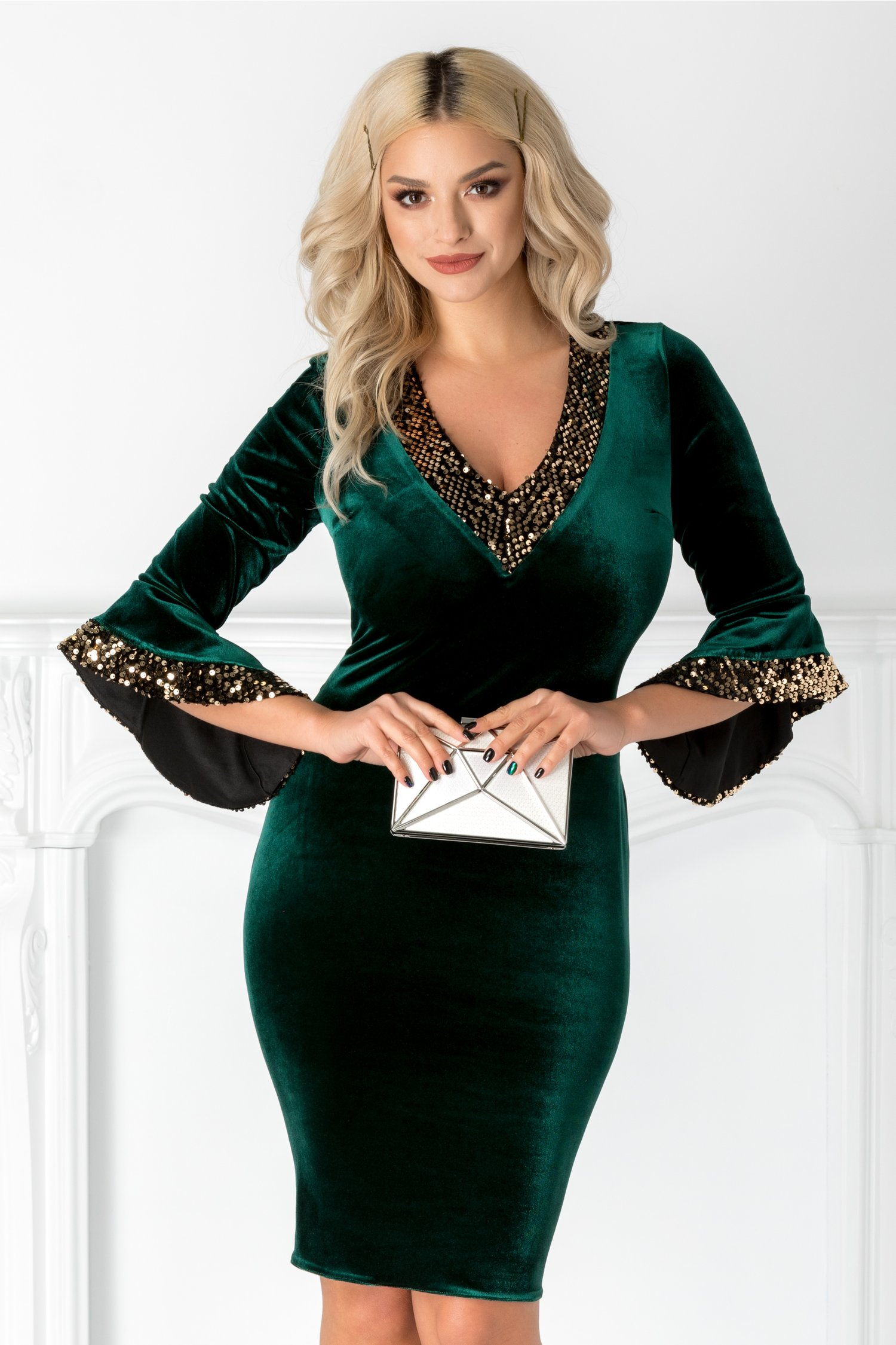 Rochie Sary verde din catifea cu paiete aurii