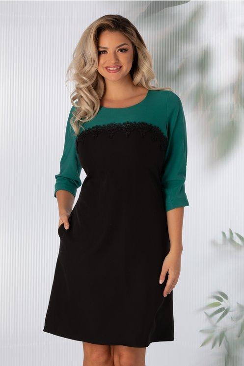 Rochie Sorina verde cu negru si dantela la bust