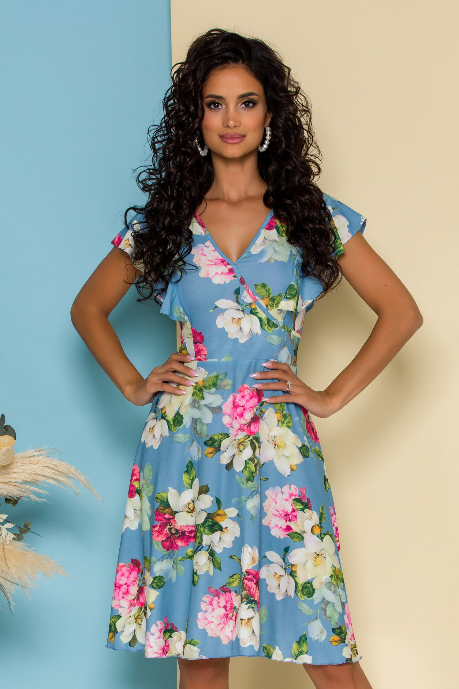 Rochie Tara bleu cu imprimeu floral si volanase la maneci