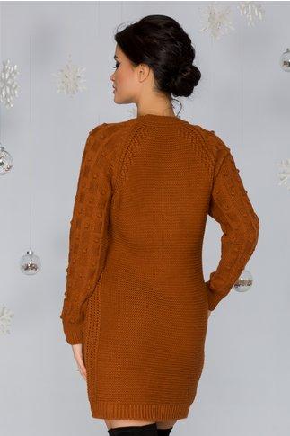 Rochie Tatiana maro tricotata cu model in relief pe maneci