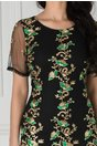Rochie Taylor neagra cu broderie aurie si margelute verzi