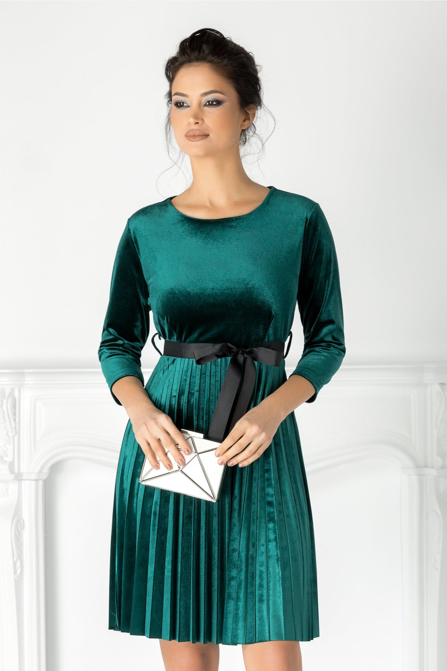 Rochie Valerie verde din catifea cu cordon in talie