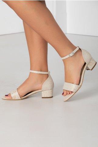Sandale albe cu toc jos si insertii in relief