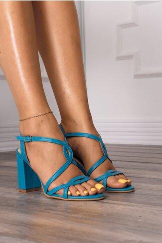 Sandale bleu cu design placut cu decupaje