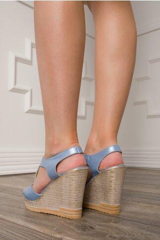 Sandale bleu sidefat cu platforma si fermoar in fata