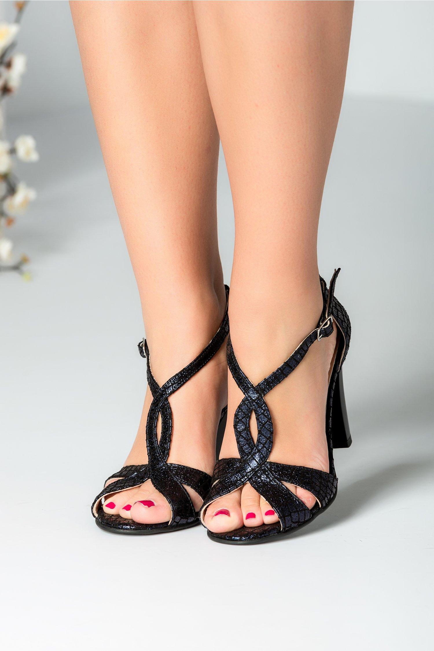 Sandale bleumarin cu imprimeu negru