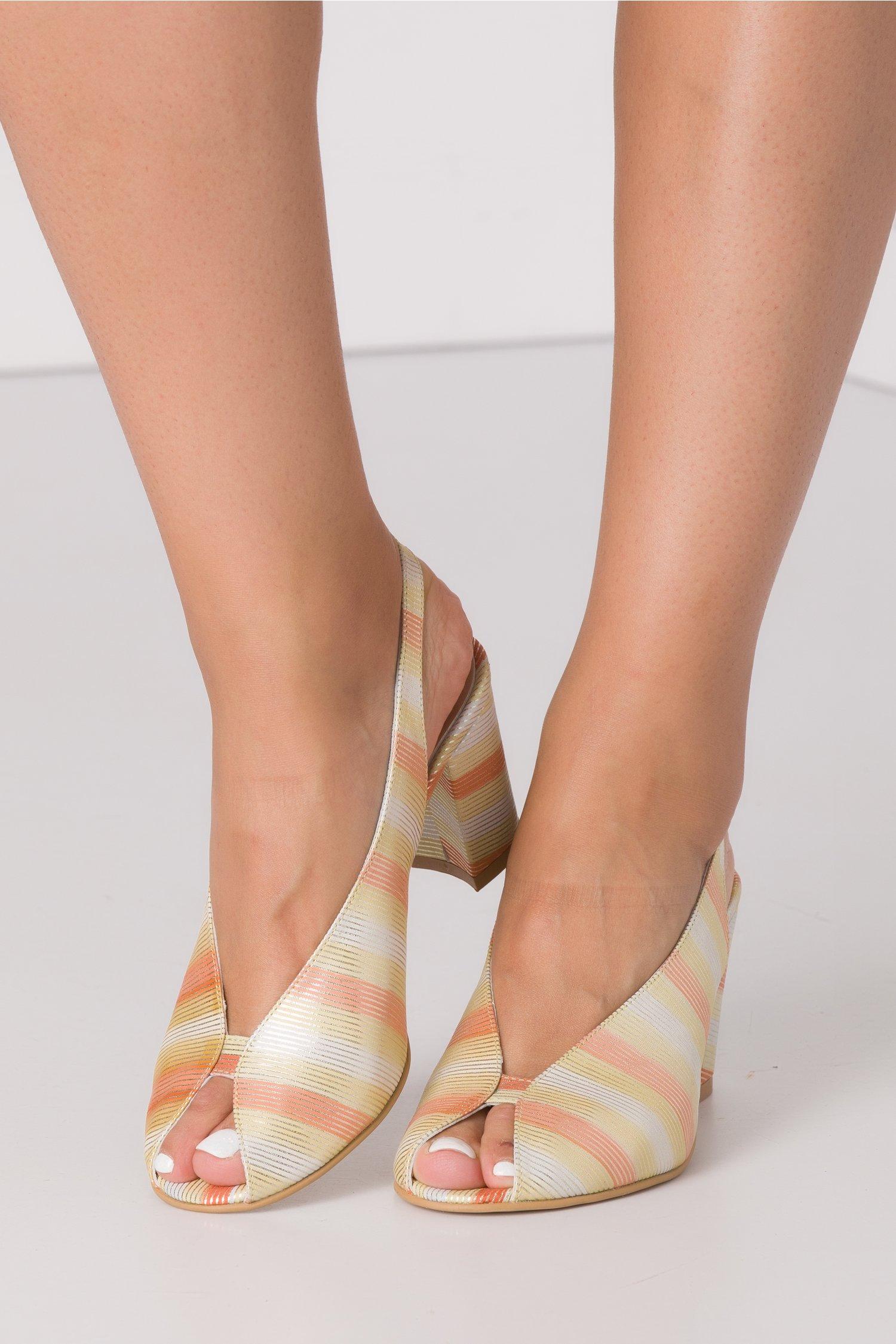 Sandale cu imprimeu in dungi multicolore