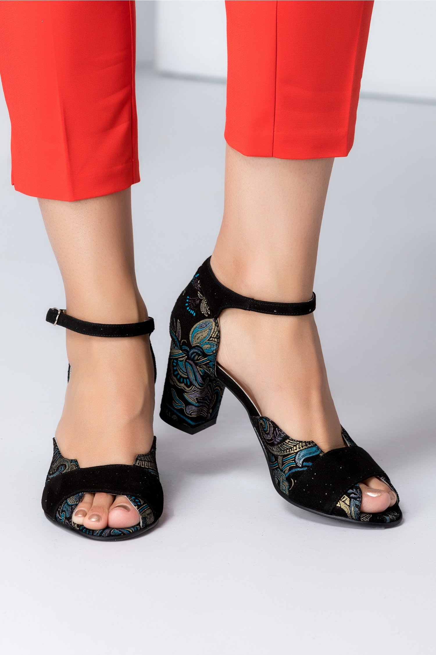 Sandale dama negre cu detalii florale