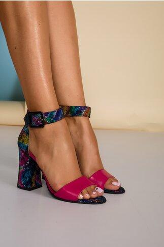 Sandale fucsia cu imprimeu multicolor pe toc si calcai