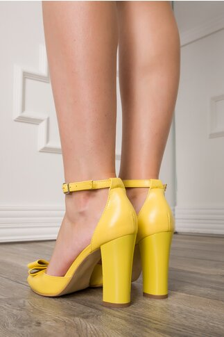 Sandale galbene cu fundita pe varf