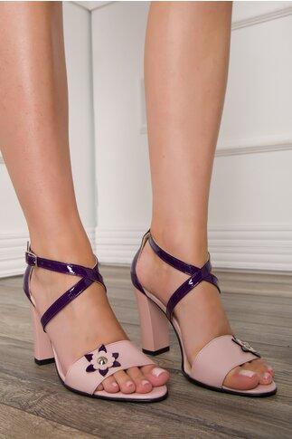 Sandale in nuante de roz si mov cu aplicatie florala