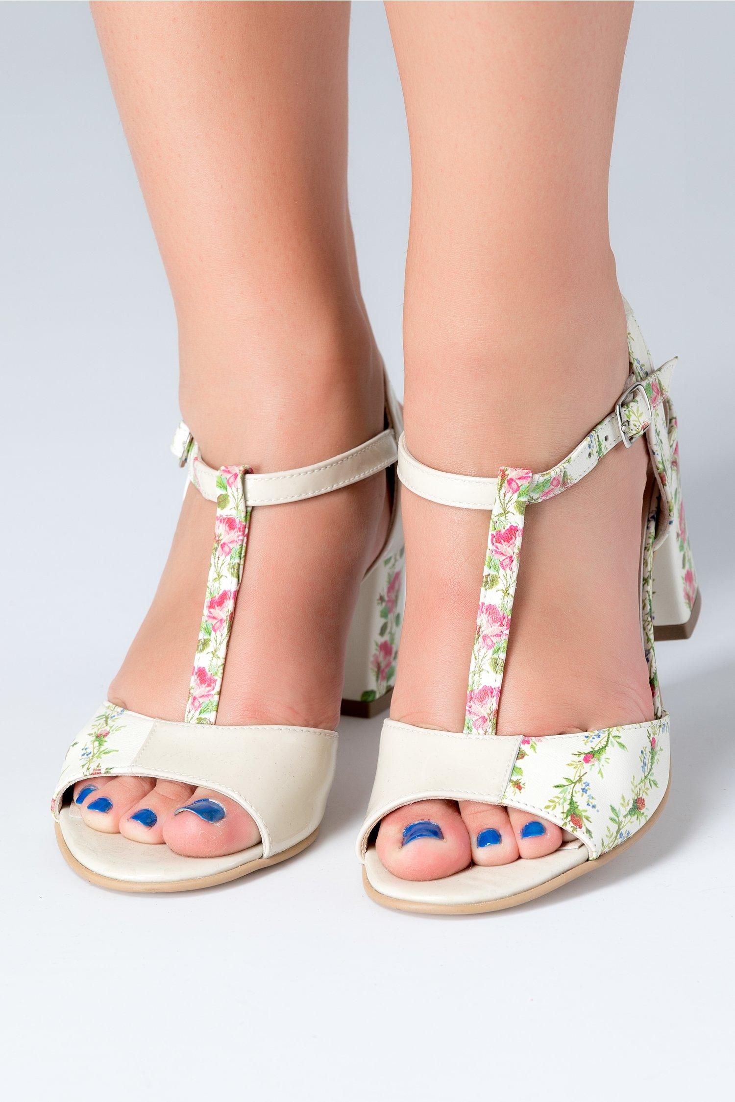 Sandale ivory cu bareta si motive florale