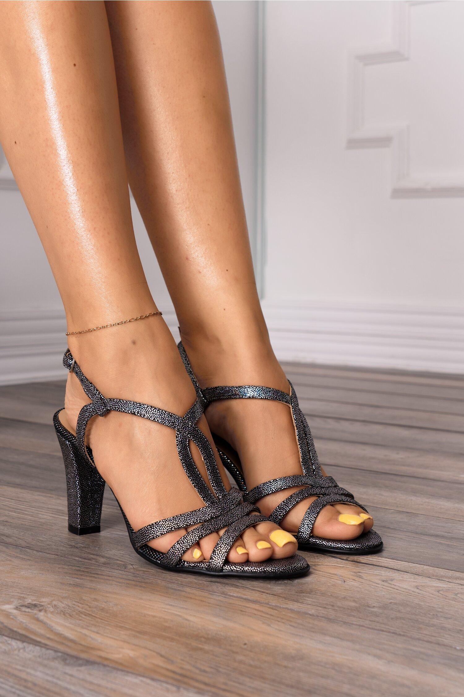 Sandale negre cu aplicatii argintii
