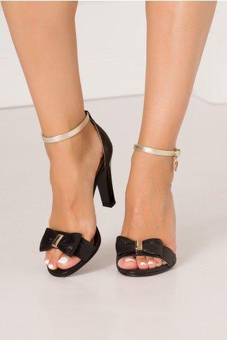Sandale negre cu fundita in fata si detalii aurii