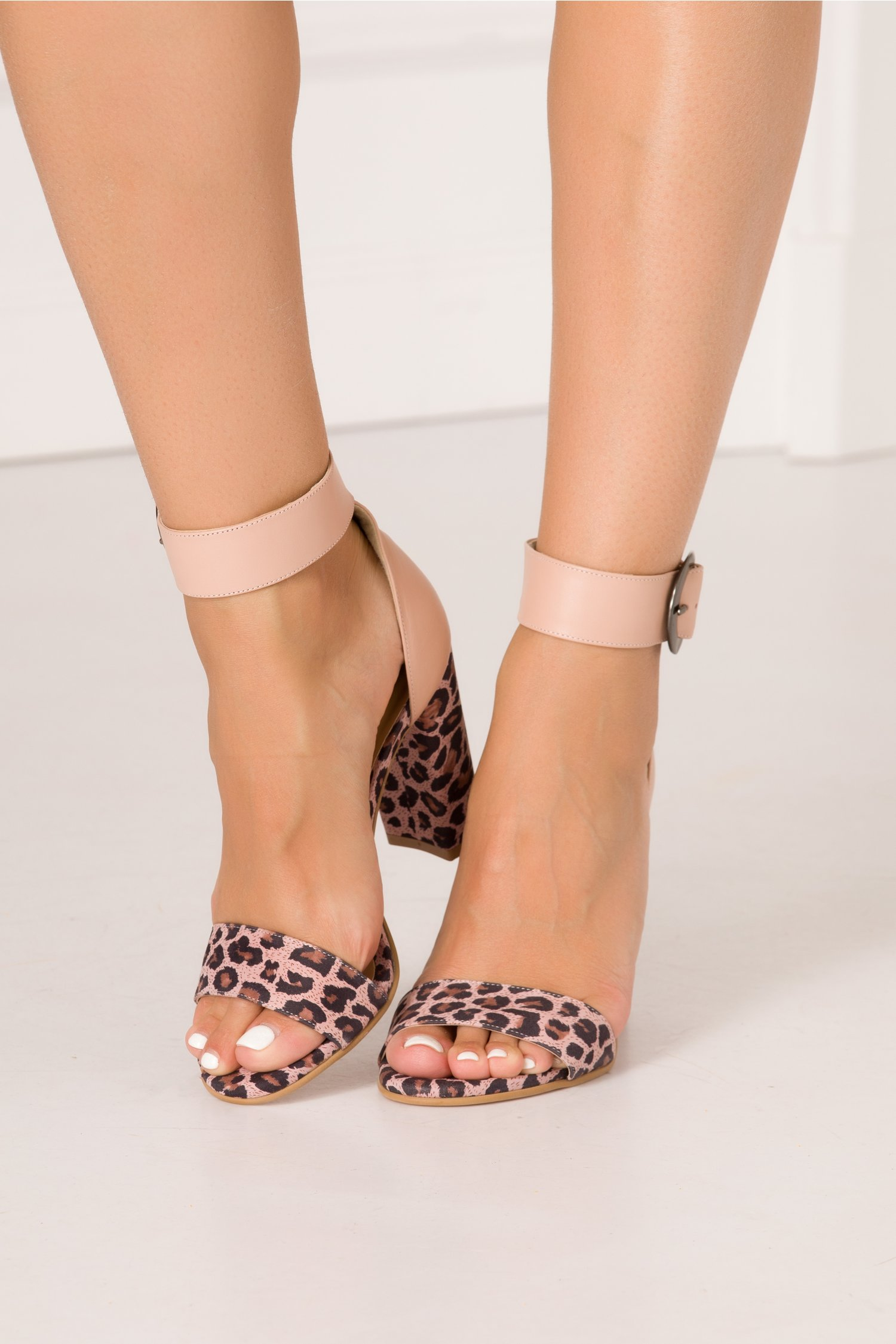 Sandale nude rose cu animal print