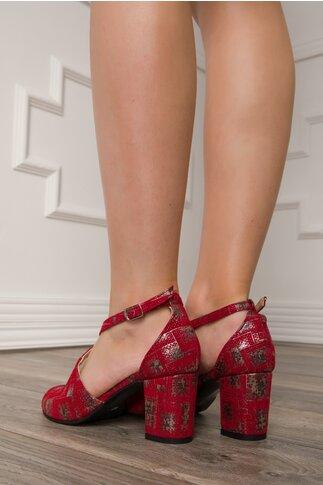 Sandale rosii cu bareta incrucisata si imprimeu argintiu