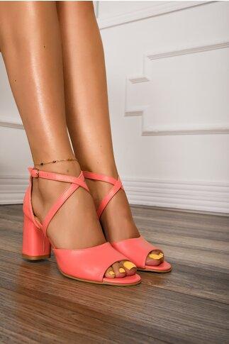 Sandale roz somon cu bretele incrucisate